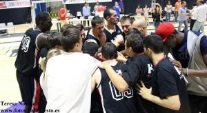HM Torrelodones celebra el ascenso (Foto: Teresa Novillo www.fotos-baloncesto.es)