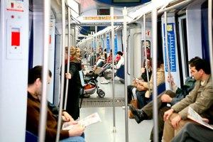 Interior-tren-7000-metro-madrid (fuente: https://www.metromadrid.es/comun/imagenes/metro_en_imagenes/Material_Movil/Interior-tren-7000.jpg)