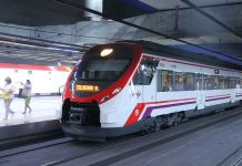 Nuevos_Ministerios_Cercanias_anden_6_tren Autor: Draceane - Publicada Under Creative Commons license (ver descripción)