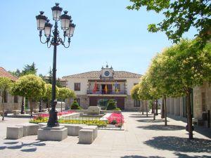 Foto del Ayuntamiento de Torrelodones (Fuente: http://mediateca.educa.madrid.org/imagen/ver.php?id_imagen=y8vhajb459tzxvnm)
