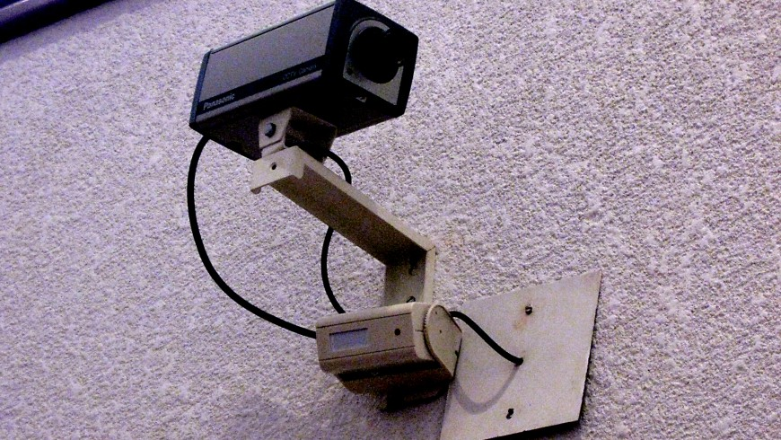 Smarter home security camera recognises intruders says maker
