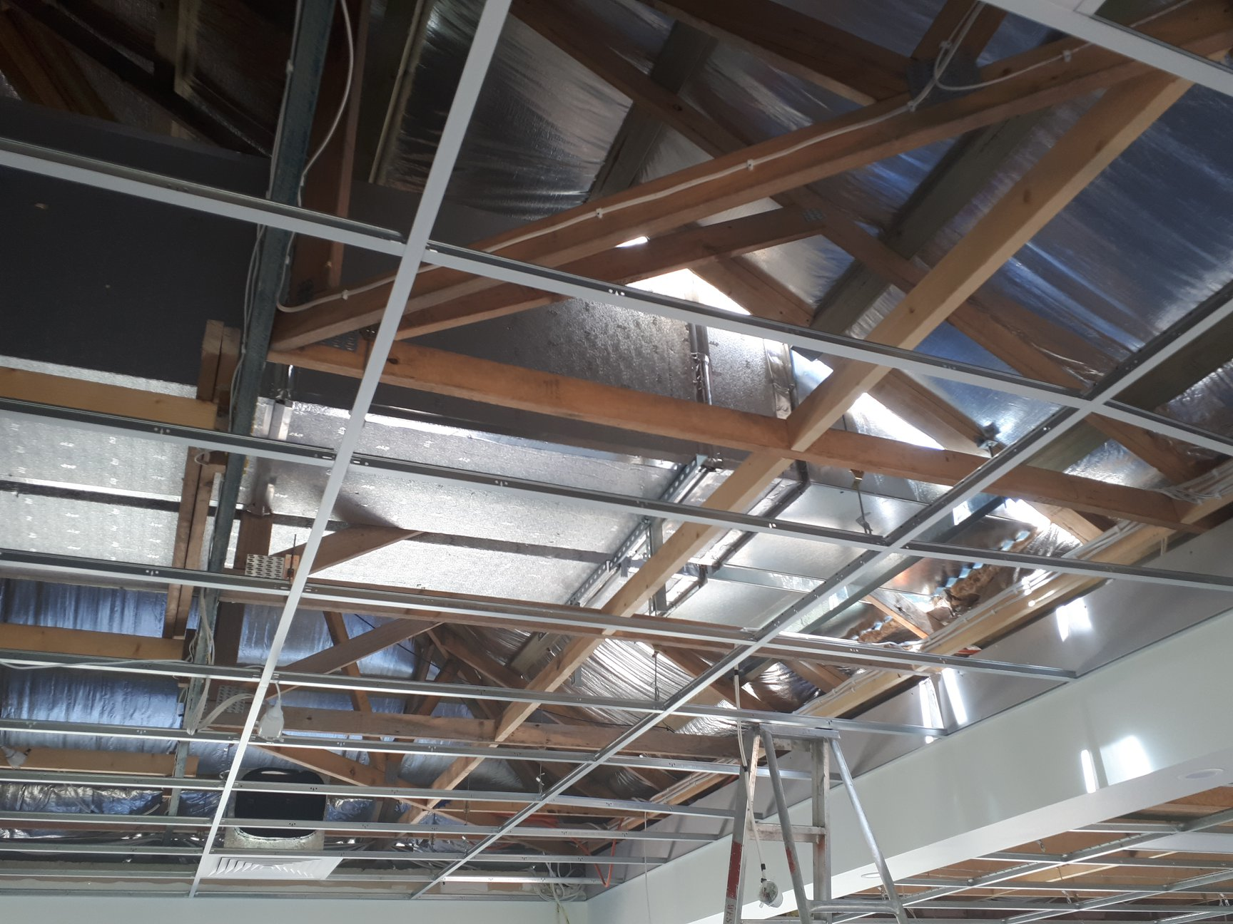 181218 Airconditioning ducting goes in