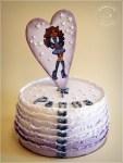 Kinder torta Monster High köntösben