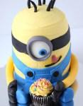 Minion torta készítése képekben, vajkrémes kisebb változat