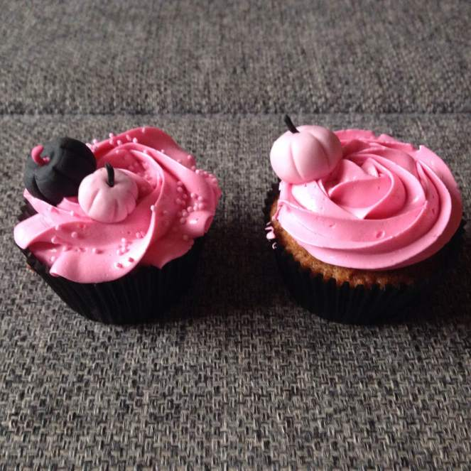 halloween_cupcake_diszites_rozsaszinben_tortaiskola-1 (8)