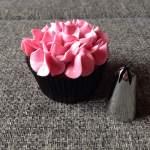 Fahéjas, szegfűszeges cupcake, cseresznyés vajkrémmel