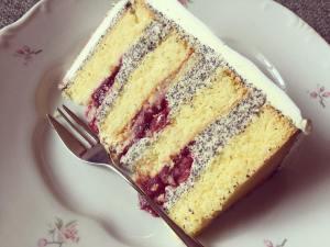 makos-meggyes-habcsoklapos-torta-keszitese-tortaiksola-1 (5)