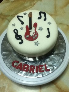 10 tortas decoradas con guitarras (4)