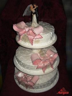 #c160 (7) Свадебный торт с розовыми бантами
