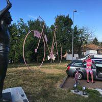 L'enorme bici rosa di Villalvernia adesso è a Castellania