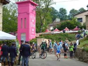 La centrale elettrica di Castellania dipinta di rosa per il #Giro100