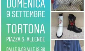 Gli Ambulanti di Forte dei Marmi in piazza Allende a Tortona