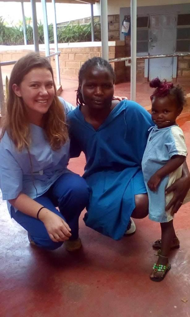 Volontari in un ospedale missionario in Africa