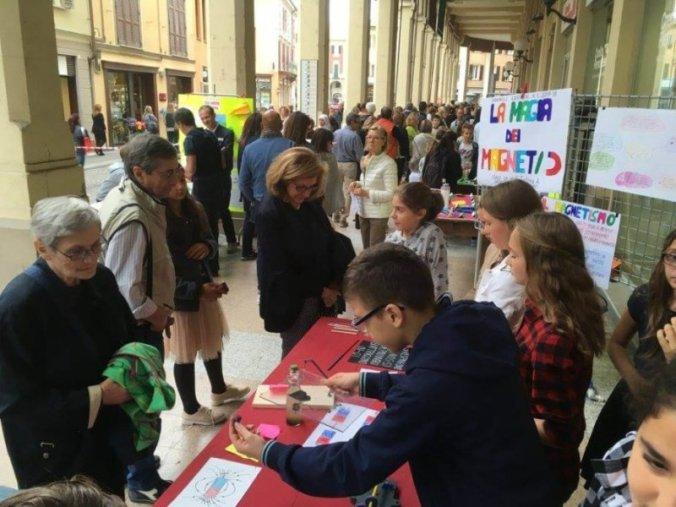 I portici frascaroli di Tortona durante le bancarelle scientifiche