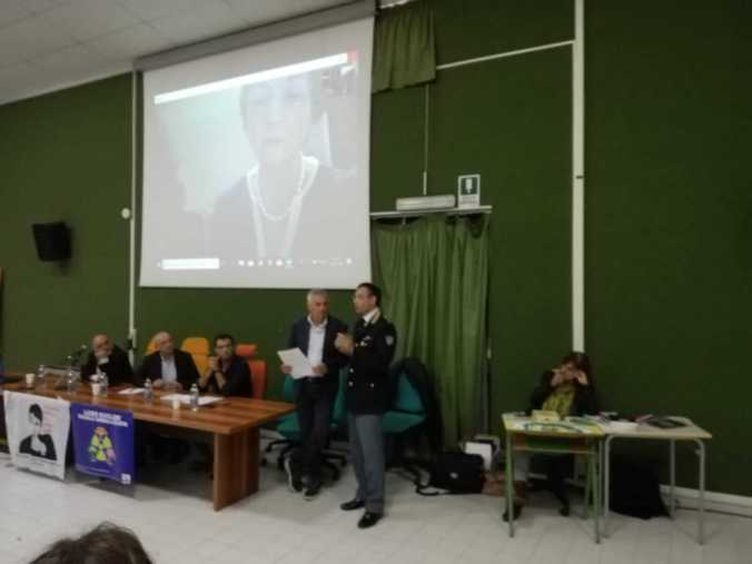 """Presentazione del progetto """"La scuola debullizzata"""" al Liceo Peano di Tortona"""