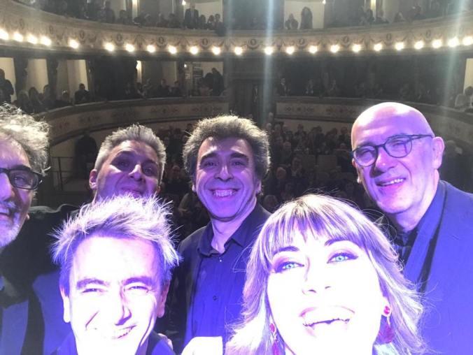 Ilaria Della Bidia con la Band e lo staff sul palco di Arena Derthona 2018