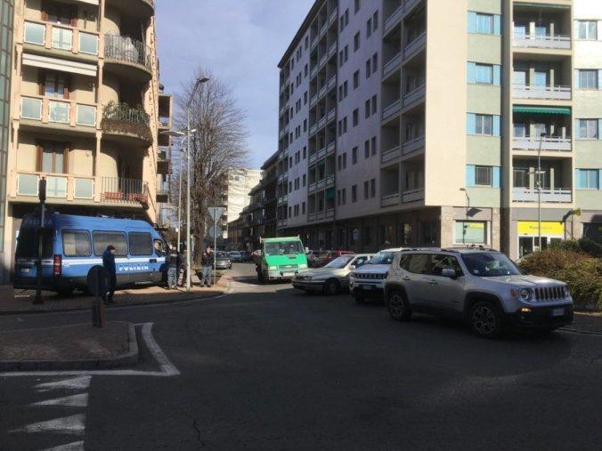 Corso Romita presidiata dai blindati della polizia