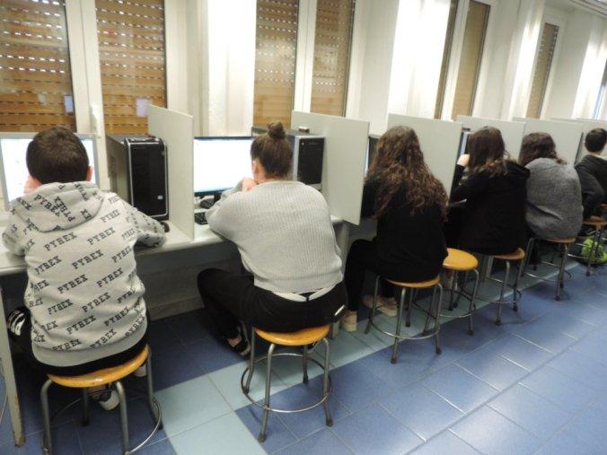 i ragazzi del peano di tortona ai computer