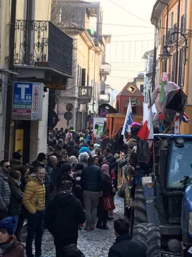 Il Carnevale di Sale con la tradizionale sfilata dei carri allegorici per le vie del centro