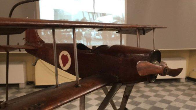Il modellino dell'aereo di Ernesto Cabruna