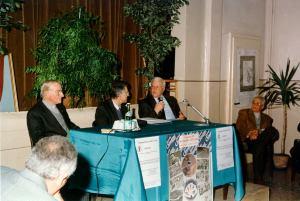 Armando Bergaglio con due gregari di Fausto Coppi