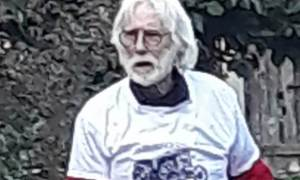 """Sale – Gianni Bailo, insignito della """"Ruota d'argento"""", ritira il premio indossando la maglietta degli Amici della Festa dell'Agricoltura"""