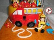 tort masina pompieri 85