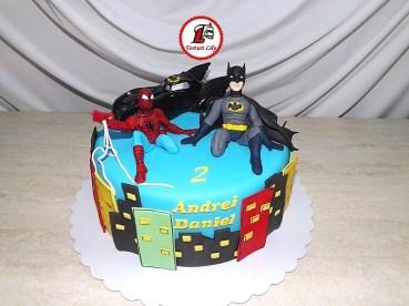 tort-spiderman-si-batman5
