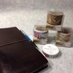 トラベラーズノートにぴったりのマスキングテープをダイソーで発見!!試しに買ってみましたが、なかなか使えます。