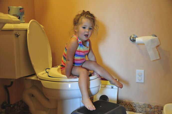 Tegan potty trains herself - Tory and Tegan