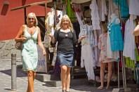 The girls sans shopping