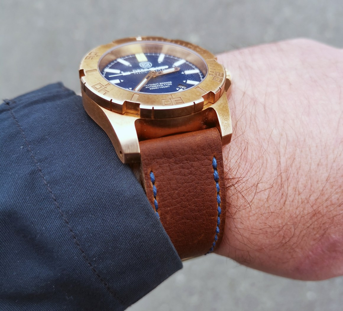 Deep Blue Daynight Bronze on Shooting Brake leather with royal blue stitching. © Kjell Nace