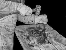 Handwerkliche Herstellung eines Waschbeckens aus Stein