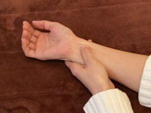内関のツボ刺激の写真