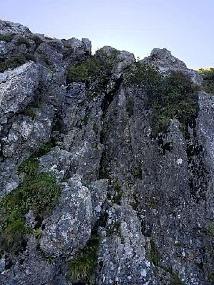 大峰山の鐘掛け岩の写真