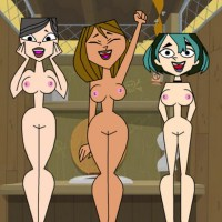 here courtney, gwen and heather trying to decide who has the best body