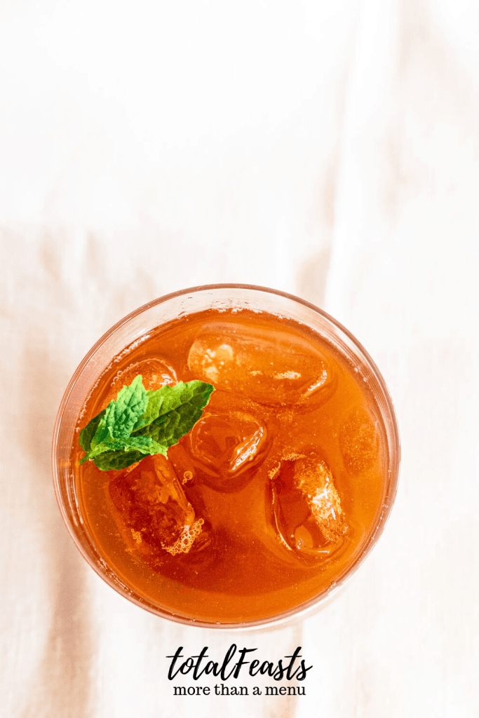 ice tea in glass with ice and mint