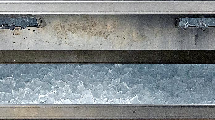 ice machines cubes handling