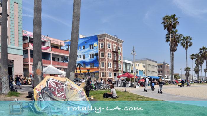 Venice Boardwalk Hotel