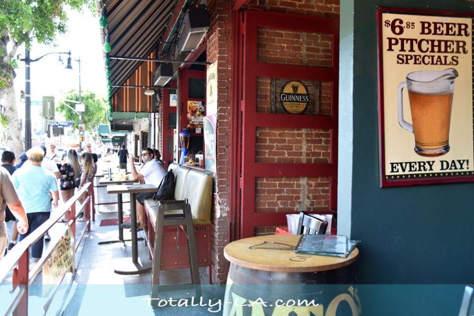 Hollywood Bars & Restaurants