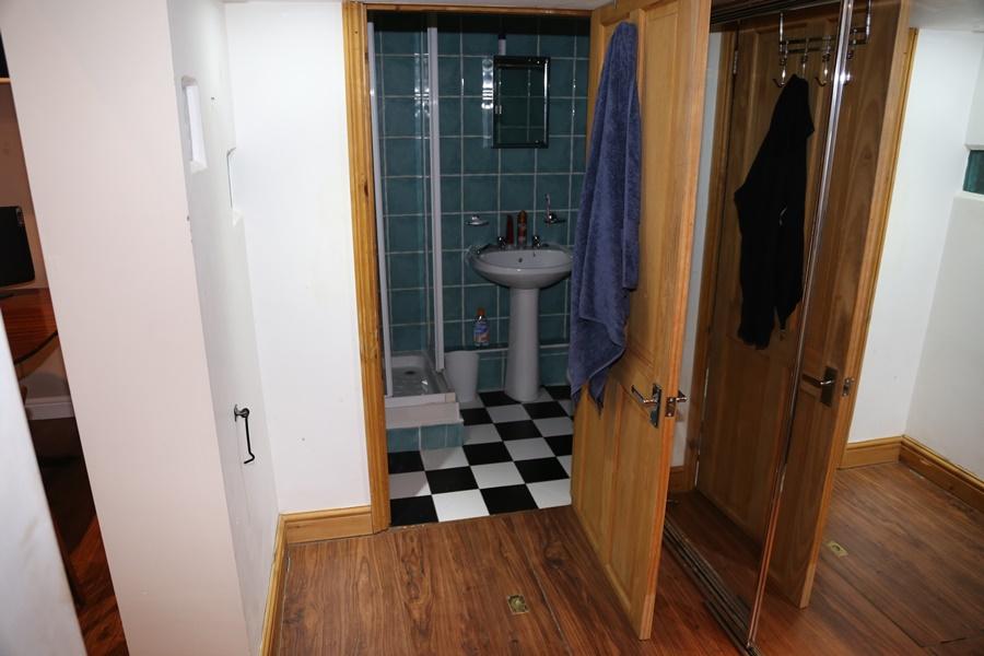 The shower room – Source: Imgur/ demc7