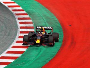 O Max Verstappen βρέθηκε και πάλι στην κορυφή των χρόνων, αυτή τη φορά για την δεύτερη περίοδο των ελεύθερων δοκιμών, του GP Στυρίας. Στην δεύτερη θέση ο Daniel Ricciardo, μικρές οι διαφορές.