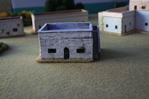 R15BH008 Adobe House - medium - with steps