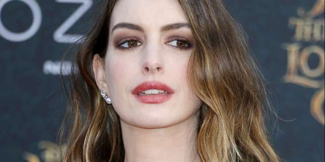 Anne Hathaway drop the mic