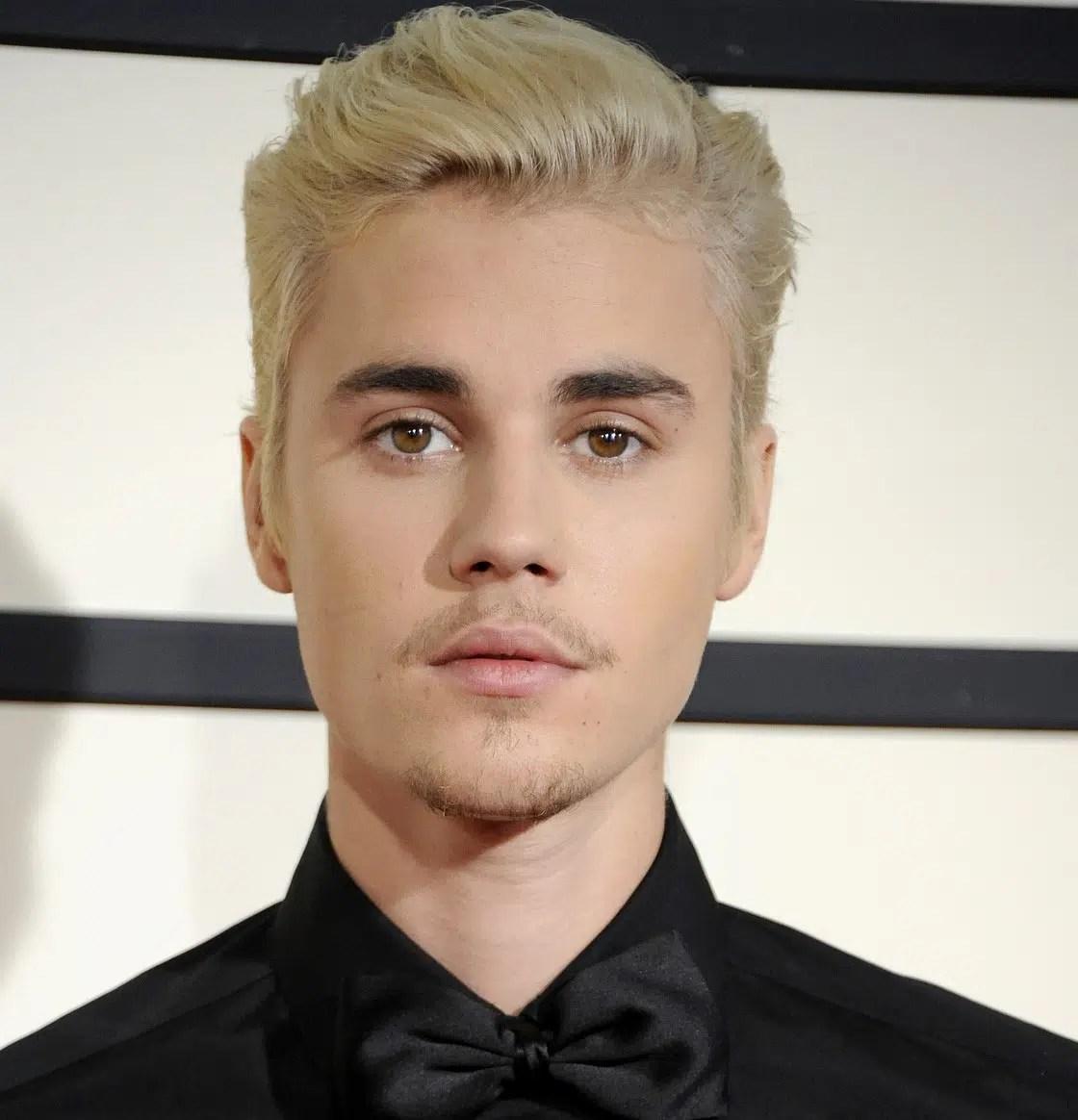6a1cc6006696f Justin Bieber gets a face tattoo! | Totes Newsworthy