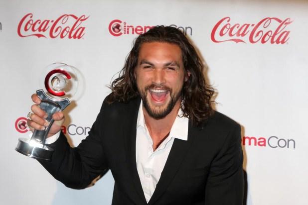 'Aquaman' Jason Momoa shaves beard for Green Effect (4)