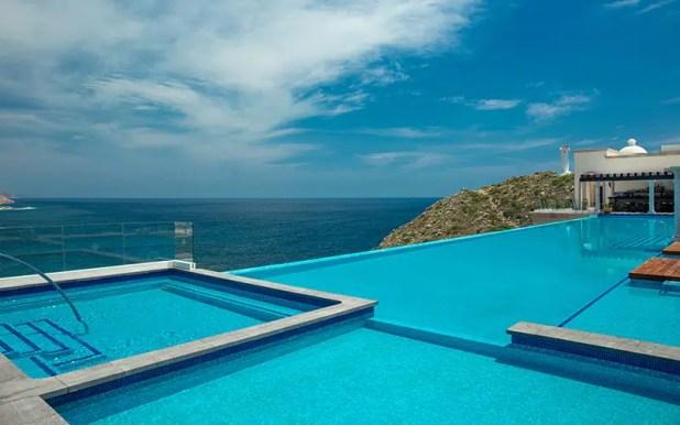 pool at Vista Encantada