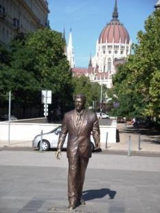 ロナード・レーガン、2011年にできた像です