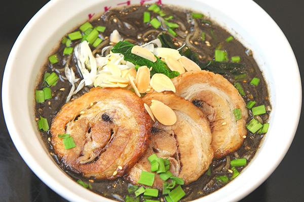 炙りチャーシュー黒ゴマ担々麺