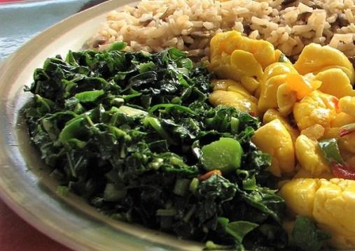 Callaloo, Ackee und Reis- gekocht ohne Salz, gewürzt mit Kräutern. So essen Rastas auf Jamaika
